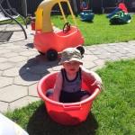 Malthe en sommerdag i haven