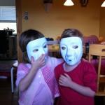 Alvina & Malia med masker på