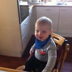 Her sidder lille Sigurd i køkkenet:)
